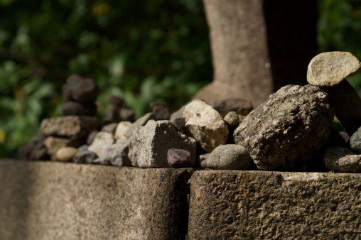 積み石 – Stones