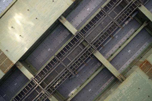 高架下 – Under Overpass