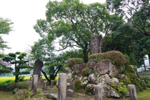 忠魂碑 – Monument to the loyal dead