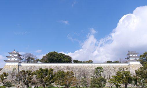 明石城本丸石垣 – Long stone wall