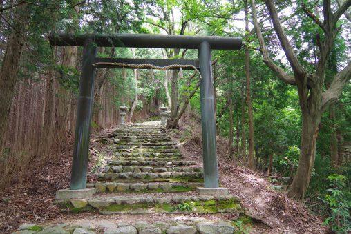千早神社(千早城址)登山口 – Trail on Chihaya Shrine