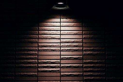 ダウンライト – Lighted wall