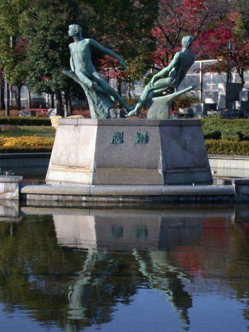 "天王寺公園「飛翔」像 – ""Hisho"" statue"