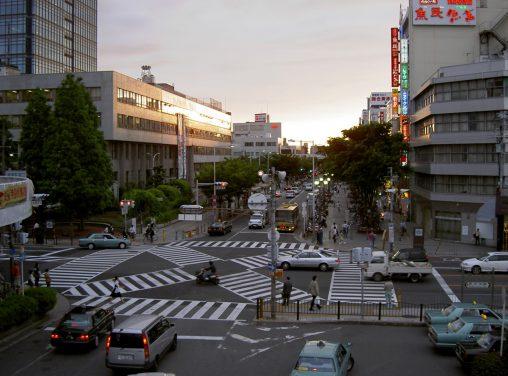 堺東駅南口交差点・西方面 – Front of Sakaihigashi station