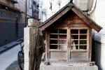 住宅街の地蔵尊 – Jizo hut