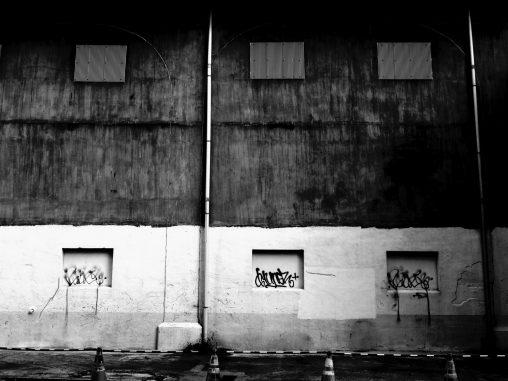 高架 – Under railway