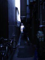 ビルの隙間 – Alleyway
