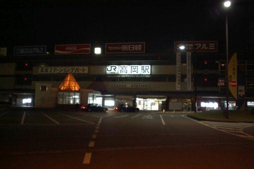 夜のJR高岡駅 – JR Takaoka Station