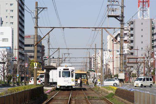 阪堺電車の信号待ち – Hankai tram