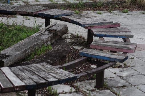 公園の古ベンチ – Old Bench