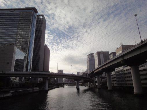 叢雲の大阪 – Altocumulus Crowd