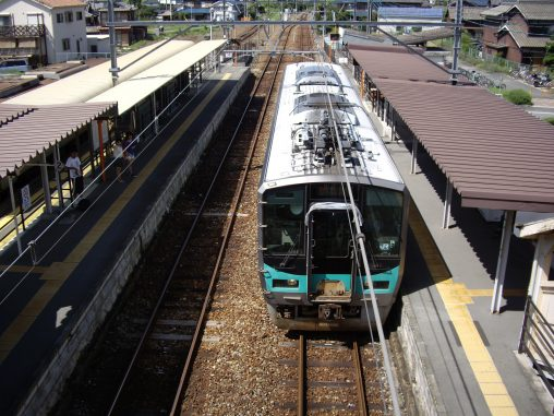 JR西日本125系電車 – JR West 125 series train