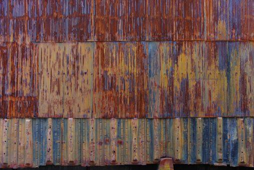 錆びたトタン壁 – Corrugated iron wall