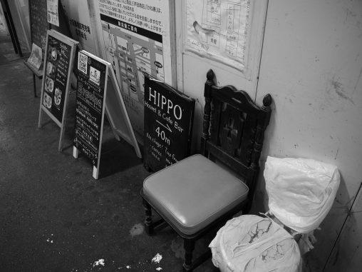 誰がため – Who sits?